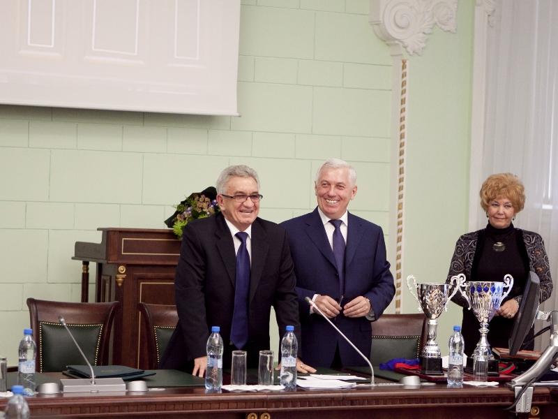 Первым решением нового губернатора Томской области Сергея Жвачкина станет увольнение Владимира Емешева?