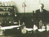 Профессор И.В. Геблер в лаборатории