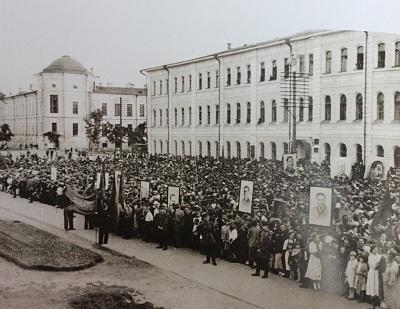 Митинг горожан, состоявшийся в Томске 22 июня 1941 г. на площади Революции